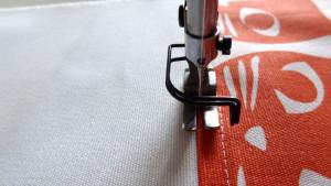 Szycie torby - tutorial - stębnowanie na milimetr na prawej stronie