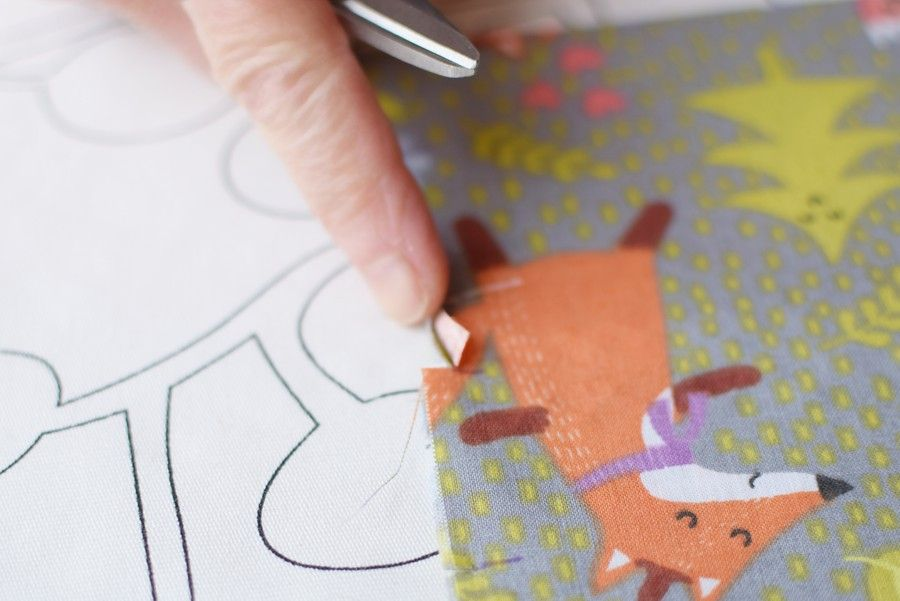 Szycie maseczki bawełnianej - tutorial - oznaczenie zakładek - nacięcie oznaczeń