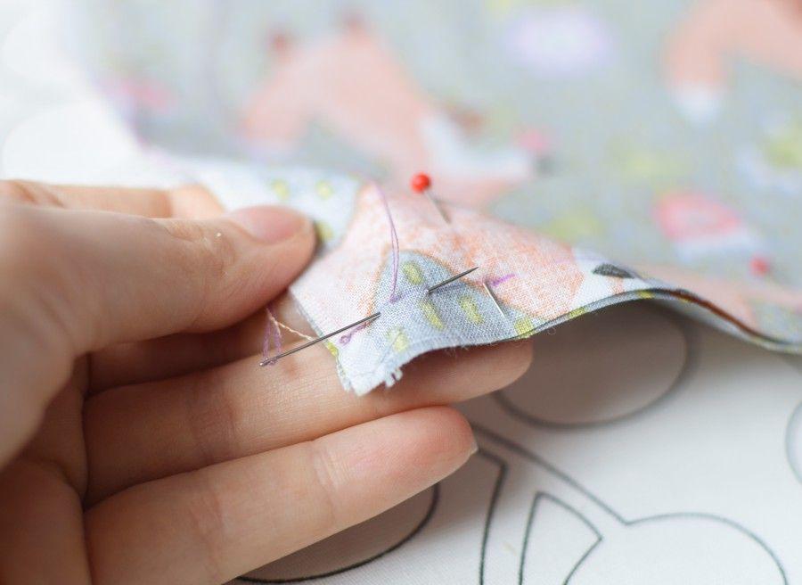 Szycie maseczki bawełnianej - tutorial - szycie ręczne - ścieg łączący - za igłą - cd.