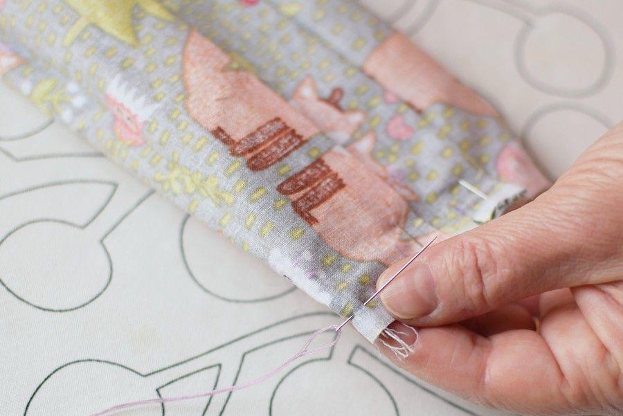 Szycie maseczki bawełnianej - tutorial - szycie ręczne - zszywanie boku