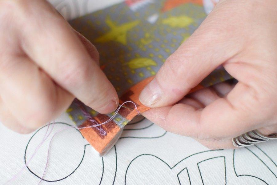 Szycie maseczki bawełnianej - tutorial - szycie ręczne - blokowanie blaszki