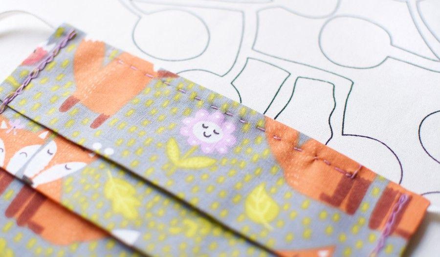 Szycie maseczki bawełnianej - tutorial - szycie ręczne - blokowanie blaszki - ścieg łączący - fasrtyga